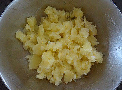 mashed potatoes for aloo or alugadde bonda