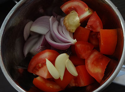 grinding onion and tomato for aloo gobi or alugadde hookosu gojju
