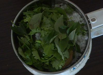 curry leaves and coriander leaves for avalakki nuchinunde or nucchinunde