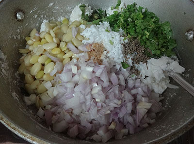 hyacinth beans, onion and spices for avarekalu rotti