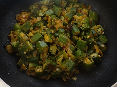 cooking bendekai palya or ladies finger stir fry