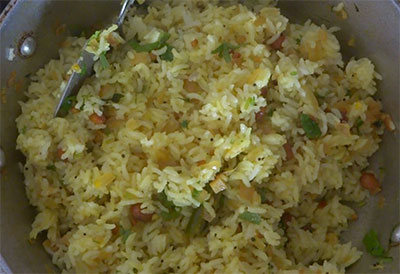 mixing chitranna or lemon rice