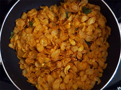 hisukida avarekalu or beans for corn flakes mixture or cornflakes chivda