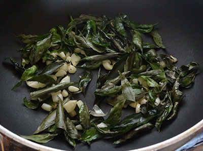 roasting curry leaves for agase chutney pudi or flax seeds chutney powder