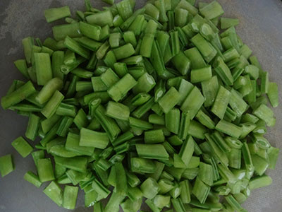 cut cluster beans for gorikayi rice bath