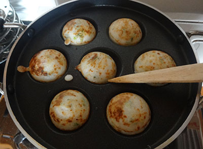cook guliyappa or paddu on both sides