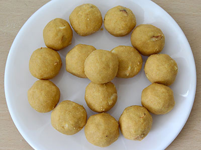 how to make hesarittina unde or mung dal ladoo recipe