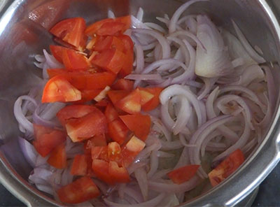 tomato for grinding for hesaru kalu saaru or sprouts sambar