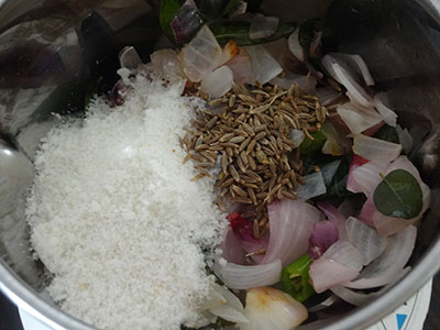 grinding spices for mixed flour poori or hittina vade