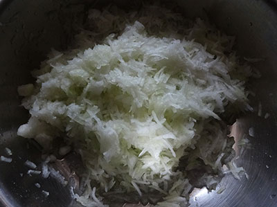 grated ashgourd for kumbalakayi or kashi or dumroot halwa
