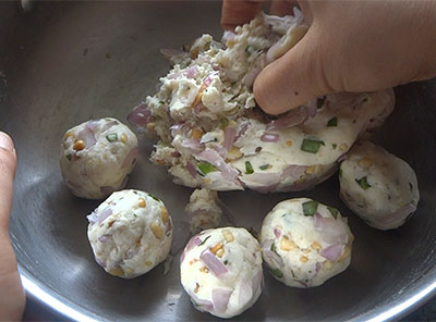 frying maddur vada