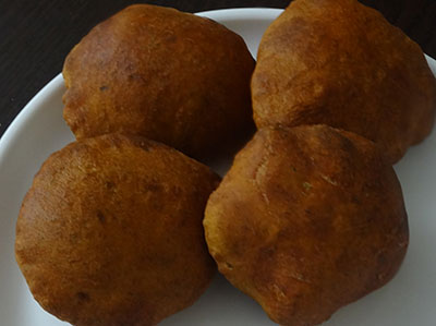 frying and serving mangalore buns