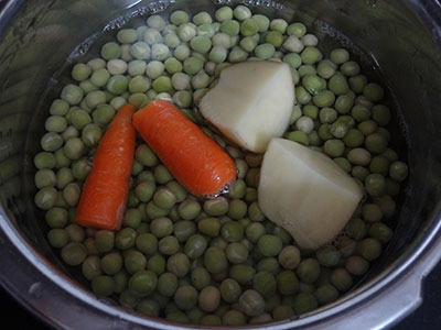 green peas, potato and carrot for masala puri
