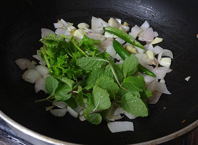green chili, coriander and mint for masala puri