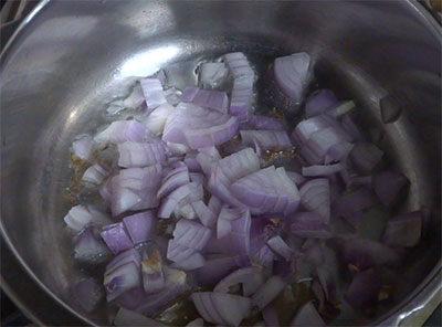onion for methi pulao or menthe soppina pulav