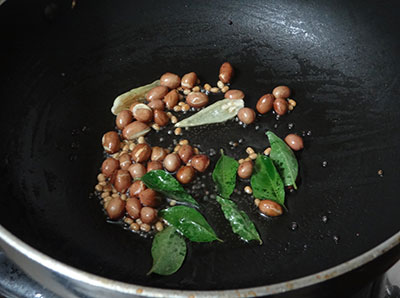 mustard seeds and urad dal for pudina shavige or mint vermicelli