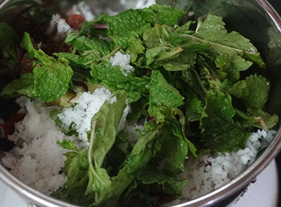coconut and mint leaves for pudina coconut chutney