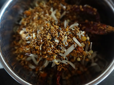 roasted ingredients for Bangalore style puliyogare or tamarind rice