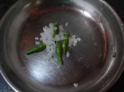 green chili and salt for sabakki sandige or javvarisi vadam