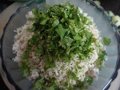coriander leaves for southekayi or cucumber idli
