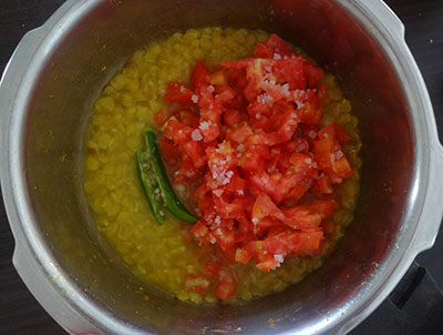 tomato and green chili for udupi rasam or saaru